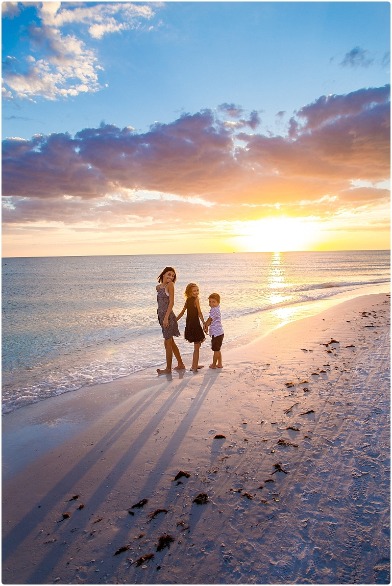 Siesta Key Beach Portraits At Sunset By Sarasota Family Photographer Michaela Ristaino Photography Www Ristainophotography